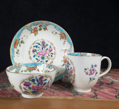 Worcester trio in 'Compagnie des Indes' pattern with 'Rich Japan' border, c. 1780-2-0