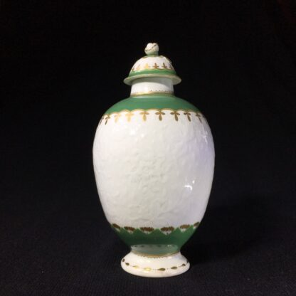 Worcester tea canister, fine moulding with green bands, c. 1775-0