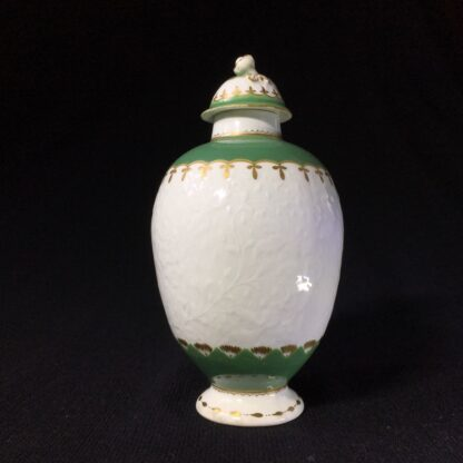 Worcester tea canister, fine moulding with green bands, c. 1775-25627