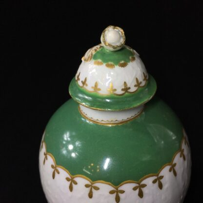 Worcester tea canister, fine moulding with green bands, c. 1775-25630
