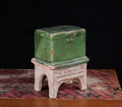 Chinese Ming Dynasty model chest, 16th century -0