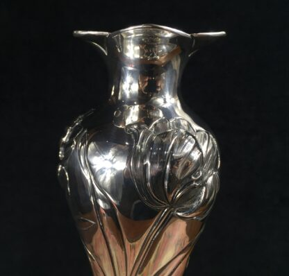 Art Nouveau sterling silver vase with tulips, Henry Wilkinson, Sheffield 1903-16525