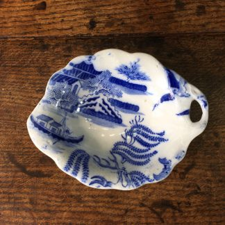 Willow pattern leaf form dish, mid-19th century -0