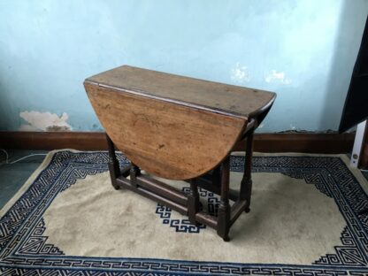 Oak gateleg table, single drawer, early 18th century. -24827