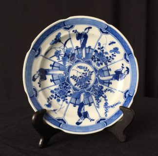 Chinese plate with figures & garden, Kanxi c.1720-0