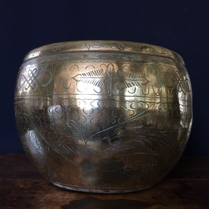 Chinese brass jardiniere decorated with a dragon, early 20th C-0