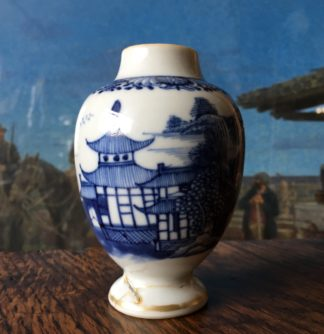 Chinese Export tea canister, blue & white landscape c. 1760-0