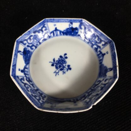 Chinese Export octagonal teabowl & saucer, blue & white figures, c.1740 -20209