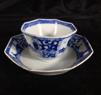 Chinese Export octagonal teabowl & saucer, blue & white figures, c.1740 -0