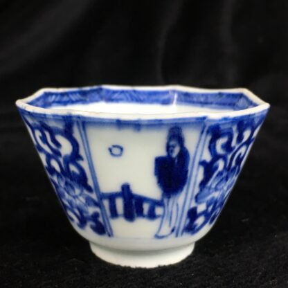 Chinese Export octagonal teabowl & saucer, blue & white figures, c.1740 -20211