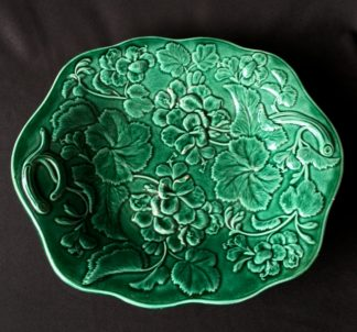 English Green majolica serving dish moulded with Pelargoniums, 19th century-0