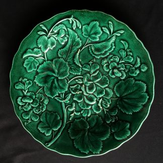 English Green majolica plate moulded with Pelargoniums, 19th century -0