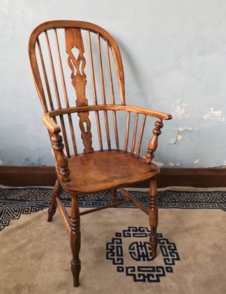 Elm Windsor arm chair, 19th century -0
