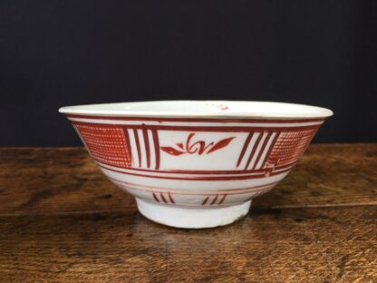 Chinese Swatow Ware bowl, red hatched border, Ming Dynasty 17th century-23676