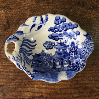 Willow Pattern leaf form dish, mid-19th century.-0
