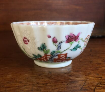 Chinese teabowl, Famille Rose fenced garden, c. 1780 -0