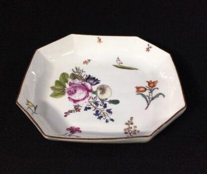 Meissen octagonal dish, deutschblumen flower groups, c. 1740-25545