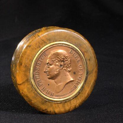 Treen & Tortoiseshell commemorative snuffbox, Duke of York medallion, c. 1820 -0