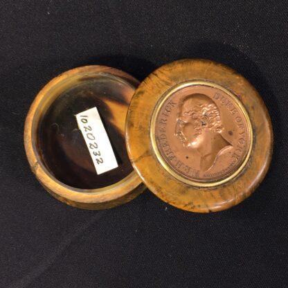 Treen & Tortoiseshell commemorative snuffbox, Duke of York medallion, c. 1820 -26992