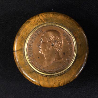Treen & Tortoiseshell commemorative snuffbox, Duke of York medallion, c. 1820 -26993