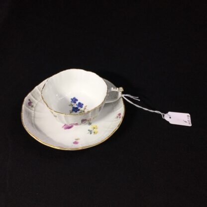 Meissen cup & saucer, old Brandenstein moulding with flowers, c. 1760 -27334