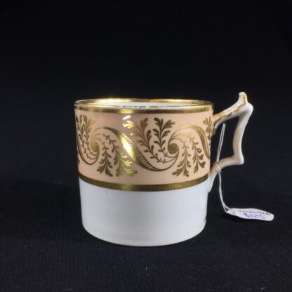 Flight Barr & Barr coffee can, gilt & peach, c. 1820-0