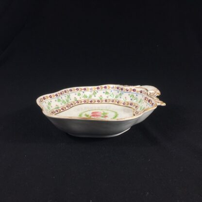 Chamberlains Worcester shell dish, rose wreath pattern, c. 1810-27662