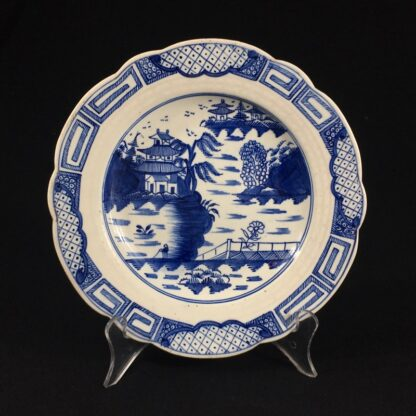 Caughley plate, underglaze 'Weir' pattern with traces of gold, c. 1780-0