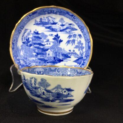 Miles Mason porcelain teabowl & saucer, printed 'pagoda' pattern, c. 1810 -26980