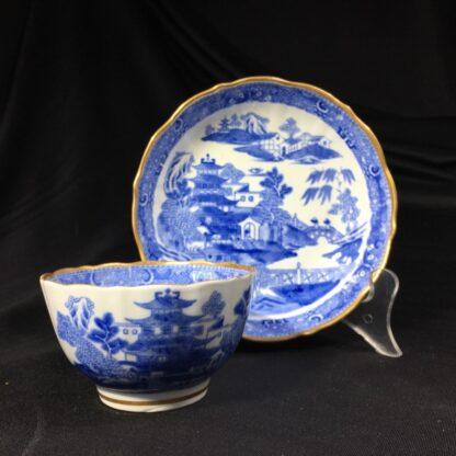 Miles Mason porcelain teabowl & saucer, printed 'pagoda' pattern, c. 1810 -0