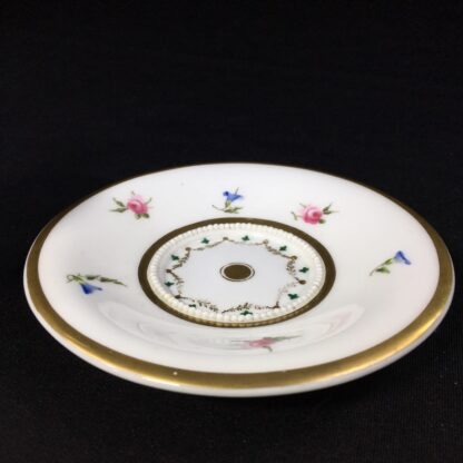 Nantgarw cup and saucer, serpent handle & flower sprigs, c. 1818-27262