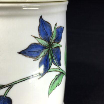 Chantilly pomade pot with rare Holzschnittblumen (Woodcut Flowers) after Meissen, c. 1755-27635