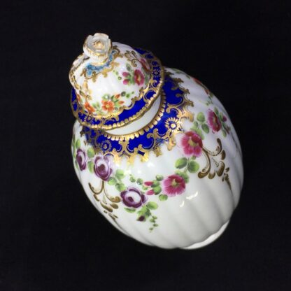 Worcester tea canister and cover, flower swags, c. 1775 -27495