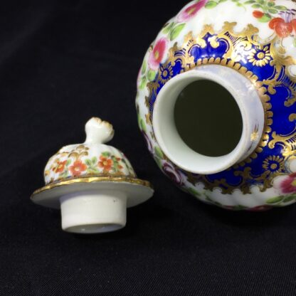 Worcester tea canister and cover, flower swags, c. 1775 -27496