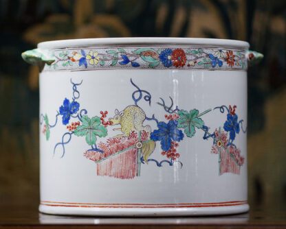 Chantilly Kakiemon 'Seau à rafraîchir' ice bucket, c. 1735-29634
