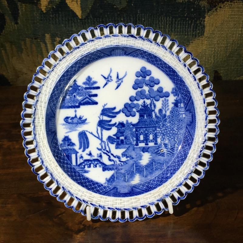 Spode Basketweave Rim Plate Printed In Blue Willow Pattern C