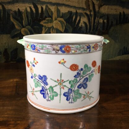 Chantilly Kakiemon 'Seau à rafraîchir' ice bucket, c. 1735-29698