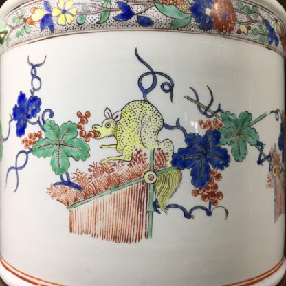 Chantilly Kakiemon 'Seau à rafraîchir' ice bucket, c. 1735-29697