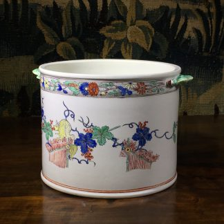 Chantilly Kakiemon 'Seau à rafraîchir' ice bucket, c. 1735-0