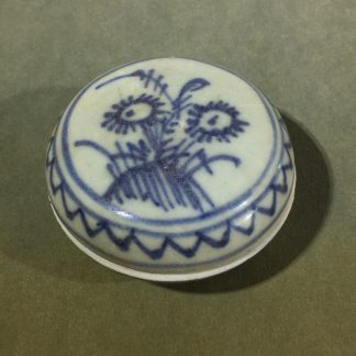 Chinese Porcelain Shipwreck box, blue & white flowers, early 18th century -0