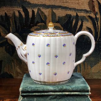 Caughley teapot with cornflower sprig, Chamberlain decorated, c. 1785. -0
