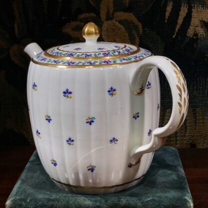 Caughley teapot with cornflower sprig, Chamberlain decorated, c. 1785. -32427
