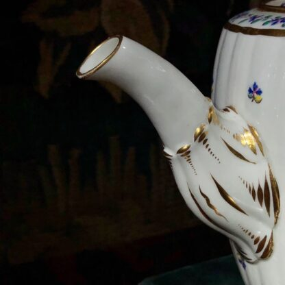 Caughley teapot with cornflower sprig, Chamberlain decorated, c. 1785. -32425