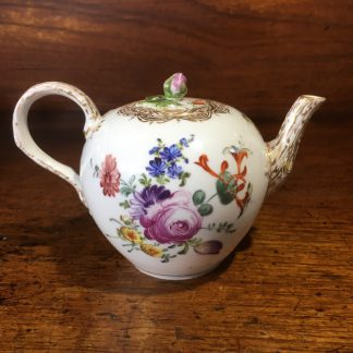 Meissen teapot, outside decorated with flowers, early 19th century -0