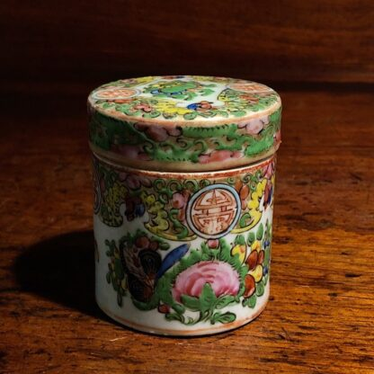 Small Chinese Cantonese porcelain covered pot, Rose Medallion, c. 1860 -0
