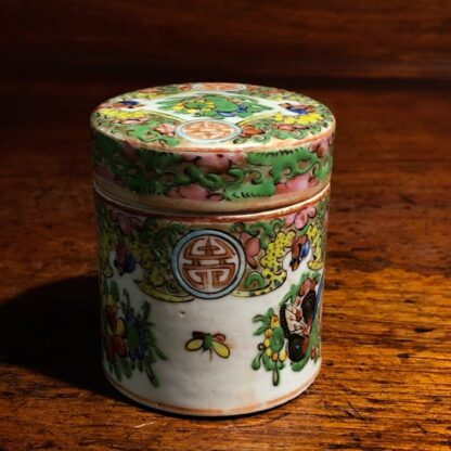Small Chinese Cantonese porcelain covered pot, Rose Medallion, c. 1860 -33339