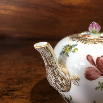Meissen teapot, outside decorated with flowers, early 19th century -33569