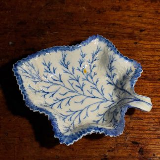 Pearlware leaf pickle dish with blue details, circa 1810 -0