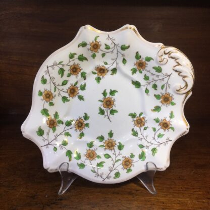 English porcelain serving dish, daisy sprigs, c. 1820-0