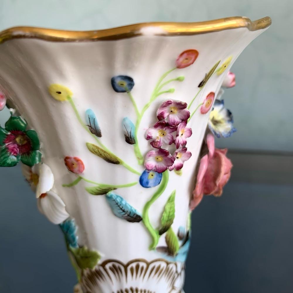 Spode vase with encrusted flowers, patt. 4687, c. 1835